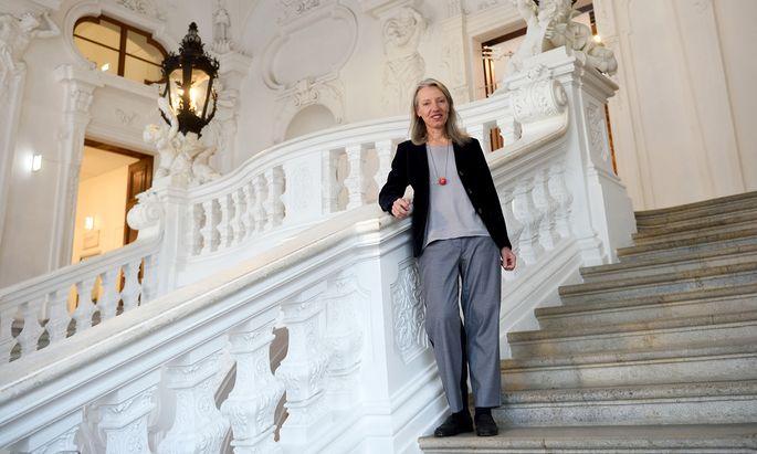 """So leer ist die Prunktreppe im Oberen Belvedere, die zum """"Kuss"""" führt, nur für diese (kurze) Fotosession mit der Direktorin Stella Rollig."""