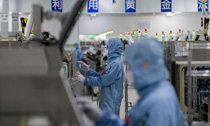 Auch China mangelt es an qualifizierten Arbeitskräften für die anspruchsvolle Halbleiterproduktion.