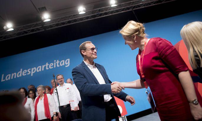 Michael Müller übergibt den Vorsitz der Landes-SPD in Berlin an Franziska Giffey (Archivbild).