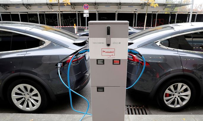 FILE PHOTO: Tesla Model X electric cars recharge their batteries in Berlin