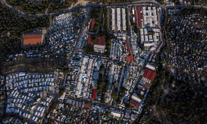 Das berüchtigte Flüchtlingslager Moria auf der griechischen Insel Lesbos ist auf 15.000 Menschen angewachsen.