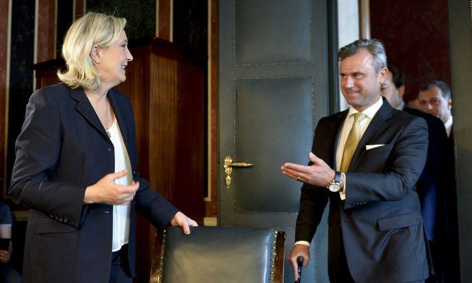 Die französische Rechtspopulistin Marine Le Pen mit Norbert Hofer (FPÖ)