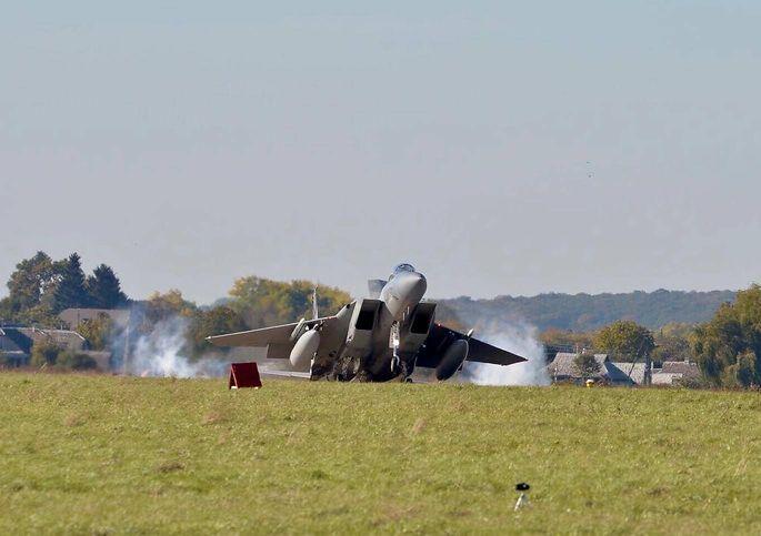"""F-15C der kalifornischen Air National Guard bei der Landung auf der """"Staro""""-Airbase, Westukraine"""