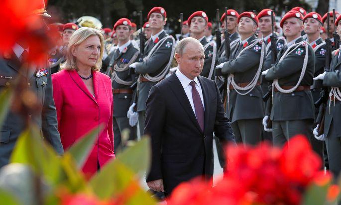 Wladimir Putin ist Gast bei der Hochzeit von Karin Kneissl.