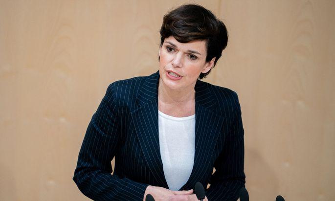 """Presse""_Chefredakteur Rainer Nowak telefoniert mit Pamela Rendi-Wagner"