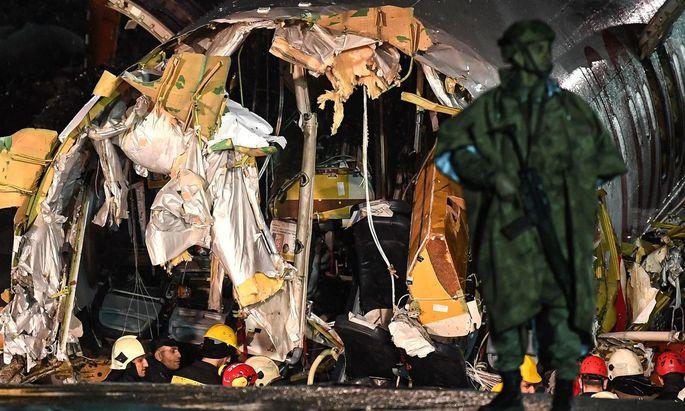 Teile der zerbrochenen Boeing 737