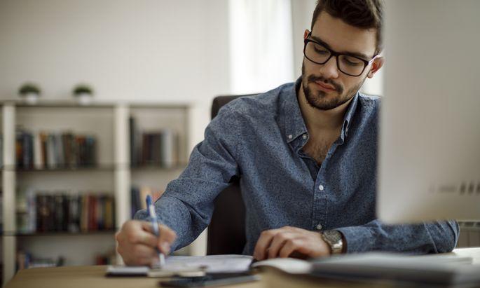 Betriebliche Weiterbildung findet vermehrt online statt – direkt am Arbeitsplatz wird auch das Verhalten mittrainiert.