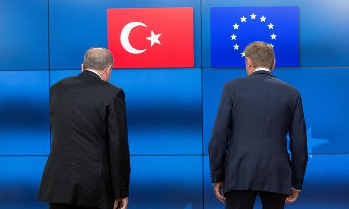 Getrennte Wege: Der türkische Staatschef, Recep Tayyip Erdo˘gan, und EU-Ratspräsident Donald Tusk können sich auf immer weniger gemeinsame Nenner einigen.