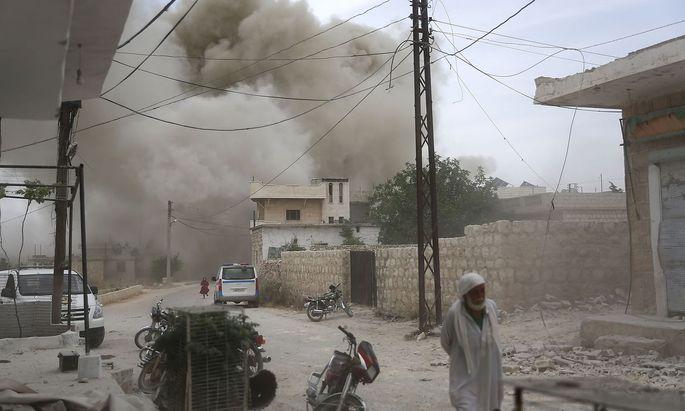 Ein Bild aus der Marktstadt Kfar Ruma in der Region Idlib, die ebenfalls Ziel russisch-syrischer Luftangriffe ist.