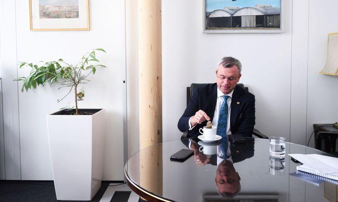 """Will die FPÖ nicht verhandeln? """"Das ist die Story der ÖVP"""", sagt Norbert Hofer."""