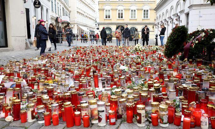 Am 2. November 2020 wurden vier Menschen bei einem Attentate in der Wiener Innenstadt getötet.