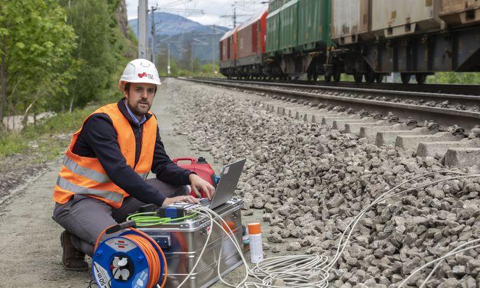Der gebürtige Bayer fand eine Methode, wie man die Schienen auf dem Semmering verschweißen kann, ohne dass es zu Schäden an den Gleisen kommt.
