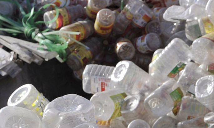 Plastikflaschen Zahnlose Aktionen gegen
