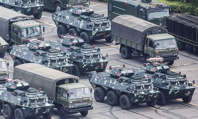 In Shenzhen nahe Hongkong ist die Militärfahrzeugdichte derzeit besonders hoch.