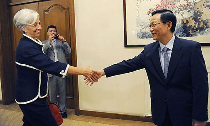 Christine Lagarde bei ihrem Chinabesuch mit Finanzminister Xie Xuren