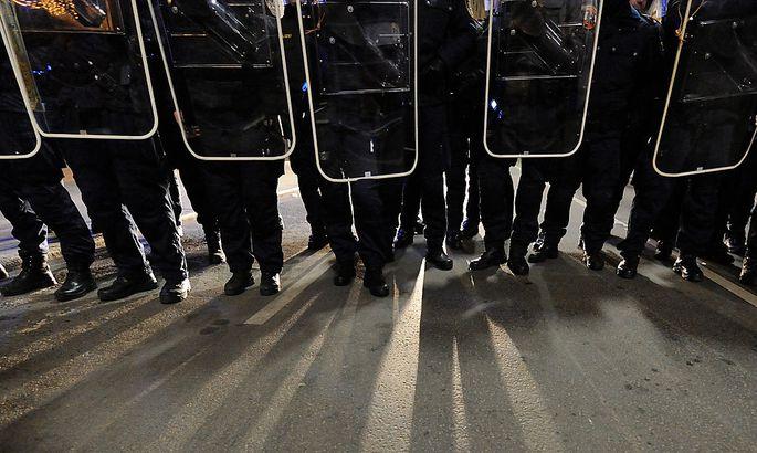 Archivbild: Polizisten bei den Demos gegen den Akademikerball