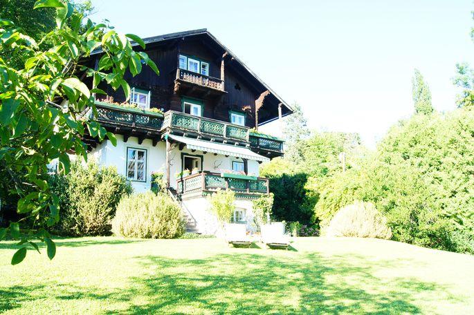 Das Haus im Salzkammergut-Stil wurde 1899 erbaut.