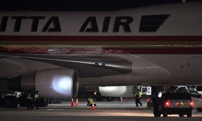 An Bord dieses Flugzeugs: US-Amerikaner auf dem Weg von Wuhan nach Kalifornien beim Zwischenstopp im kanadischen Anchorage.