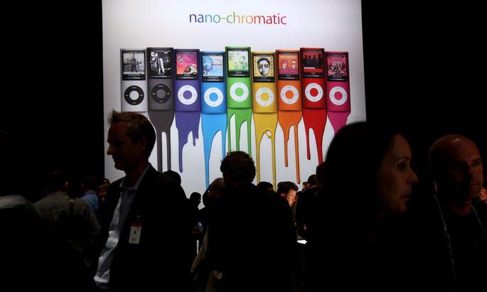 Ja, auch dieser iPod ist Geschichte. Auf dem Bild zu sehen ist ein Werbeplakat von Apple, aufgenommen am 9. September 2008 in San Francisco.