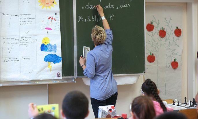 Lehrerausbildung Unis bringen sich