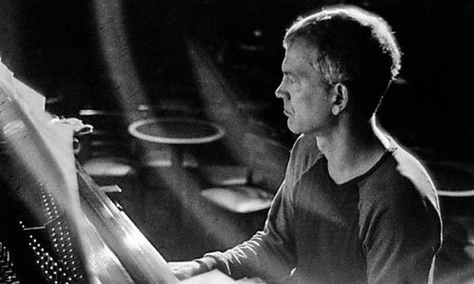 """Er zieht Inspirationen aus Jazz, Pop und Klassik: Brad Mehldau, 1970 in Florida geboren, gibt Stücken bisweilen deutsche Namen (""""Sehnsucht"""", """"Zauberberg""""). 2018 erschien sein Album """"After Bach"""" (mit Stücken aus dem """"Wohltemperierten Klavier""""), in seinem neuen Programm spielt er Beatles-Songs."""