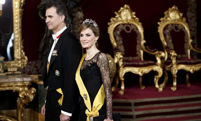Spain's Princess Letizia and Crown Prince Felipe walk through the throne room as they attend a welcome ceremony for Mexico's President Pena Nieto at the Royal Palace in Madrid
