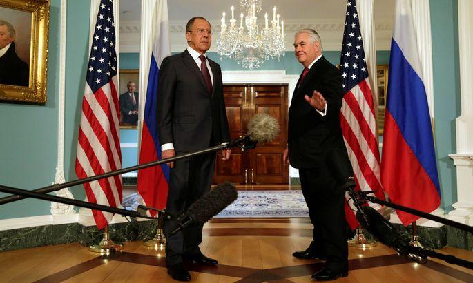 Wiedersehen bei der OSZE in Wien: Sergej Lawrow und Rex Tillerson, die Außenminister Russlands und der USA, bei einem Treffen im State Department in Washington.