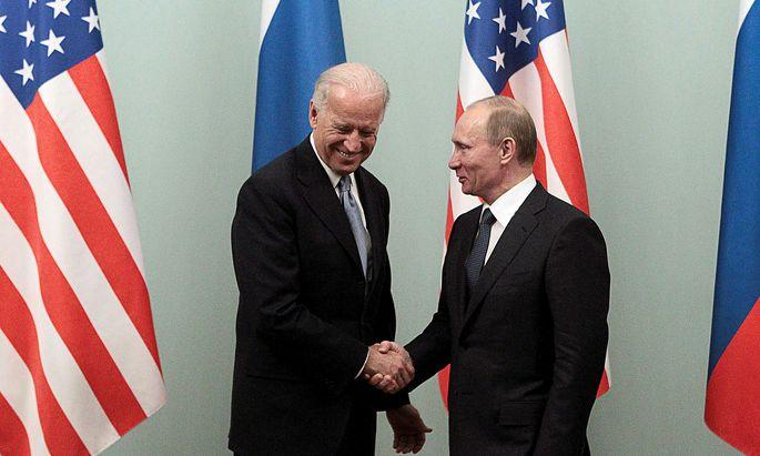 In Bidens neuer Rolle als US-Präsident trafen sich diese beiden noch nicht. Dies ist ein Bild aus dem Jahr 2011 als Biden als Vizepräsident auf Wladimir Putin traf