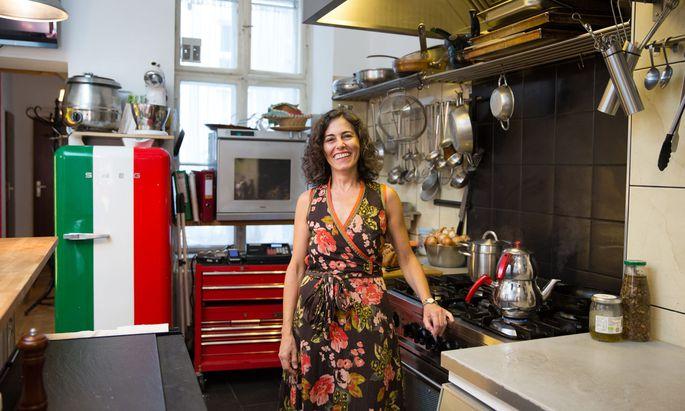 Sibel Hatapoğlu Kollinsky in ihrer Küche in Wien-Neubau. Ihre Gäste bekocht sie mit hauptsächlich türkischen Gerichten.