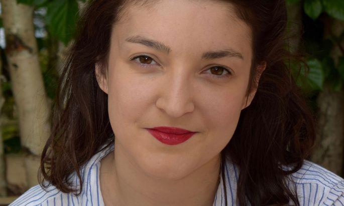 Inès Bayard erzählt die Geschichte einer Frau, die vom Opfer zur Täterin wird.