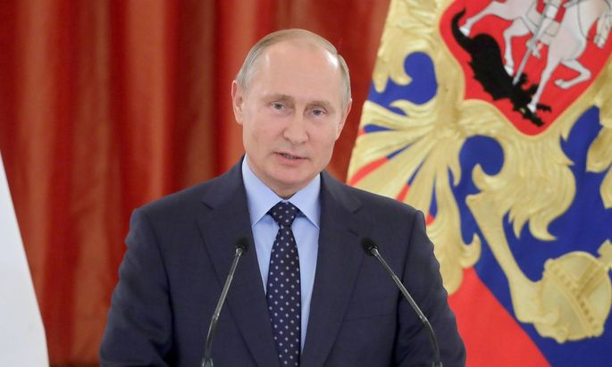 MOSCOW RUSSIA JUNE 1 2018 Russia s President Vladimir Putin addresses a ceremony to present the