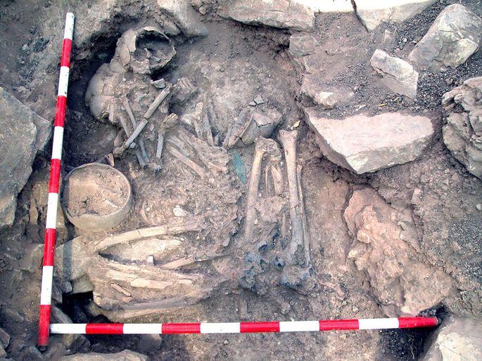 Ein Mann und eine Frau, Seite an Seite bestattet in einer bronzezeitlichen Stätte in Castillejo de Bonete in Spanien, hatten unterschiedliche genetische Abstammung
