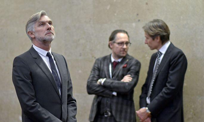 Szenen eines Prozesses: die Angeklagten Walter Meischberger (l.) und Karl-Heinz Grasser (r.) mit Anwalt Norbert Wess.