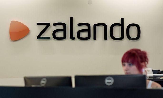 Berlin Wirtschaft Zalando Empfangstresen des Online Modeunternehmen Zalando in Berlin 8 6 2015 Ber