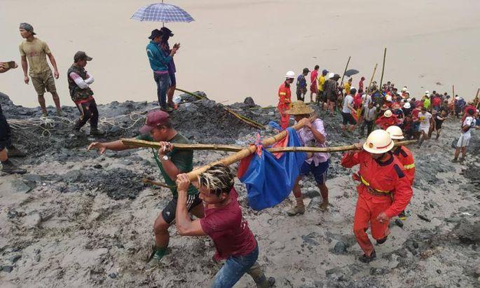 Mehr als hundert Tote nach einem Erdrutsch.