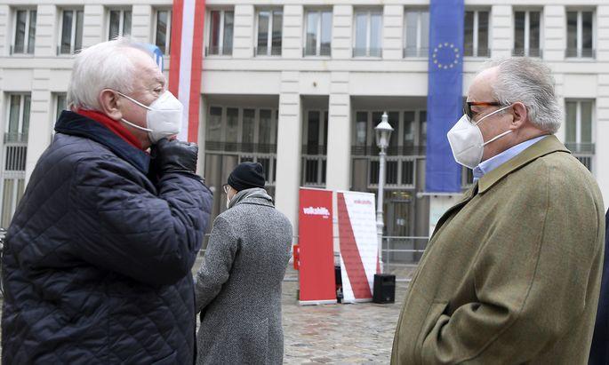 """""""Kinderabschiebungen stoppen"""": Konrad (r.) und Häupl am Mittwoch vor dem Innenministerium."""