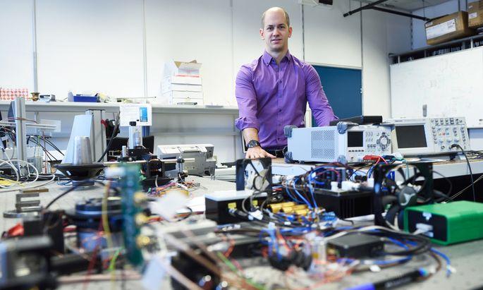 Ein von Ernst Csencsics entwickeltes Patent erlaubt es, kompaktere und effizientere Kippspiegelsysteme zu konstruieren.