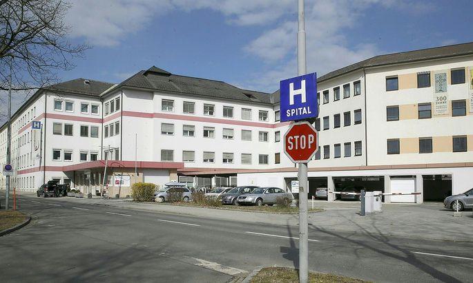 Ein Bild des Elisabethinenspitals in Klagenfurt, wo eine Frau an Malaria verstorben ist, nachdem sie eine infizierte Blutspende erhalten hatte.