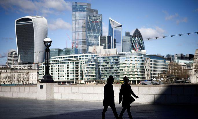 Der Finanzbezirk von London. Die britische Regierung freut sich über sinkene Infektionszahlen, mahnt aber zur Vorsicht.