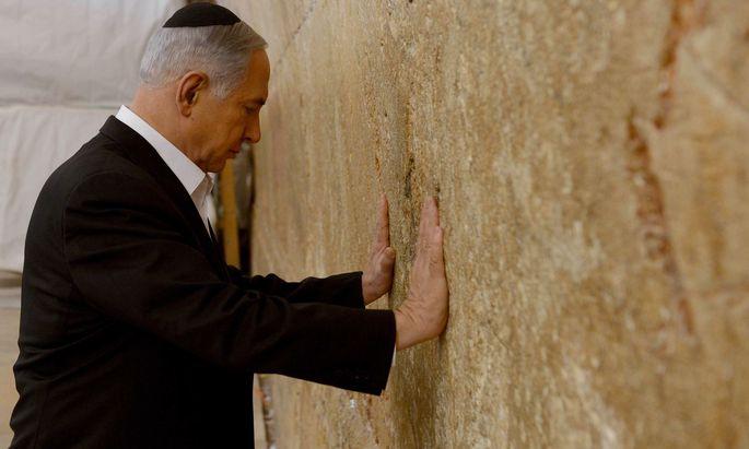 Benjamin Netanjahu an der Klagemauer. In der Außenpolitik hatte er keinen Grund zum Klagen: Am Golan und in der Iran-Politik errang er diplomatische Siege.