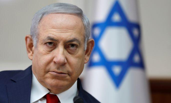 Netanjahu hofft darauf, das in Umfragen führende oppositionelle Bündnis der Mitte von Ex-Militärchef Benny Gantz noch zu überholen. D