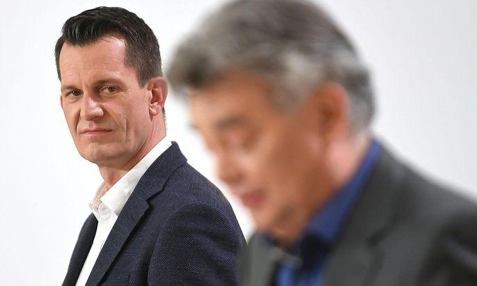 Wolfgang Mückstein an der Seite von Vizekanzler Werner Kogler (re.) bei der Pressekonferenz am Dienstag, den 13. April.