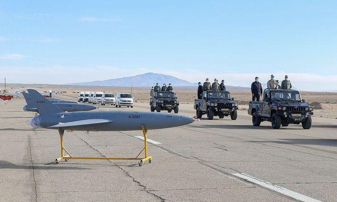 Irans Streitkräfte bereiten ein Manöver mit Drohnen vor. Weltweit füllen immer mehr Staaten iIrans Streitkräfte bereiten ein Manöver mit Drohnen vor. Weltweit füllen immer mehr Staaten ihre Arsenale mit unbemannten Flugkörpern auf.