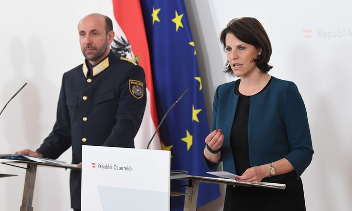 Generaldirektor Ruf und Ministerin Edtstadler nach dem runden Tisch.