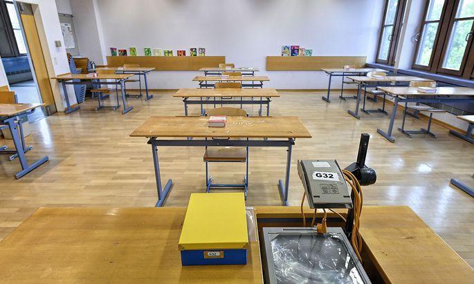 Symboldbild: Klassenzimmer für Matura vorbereitet.