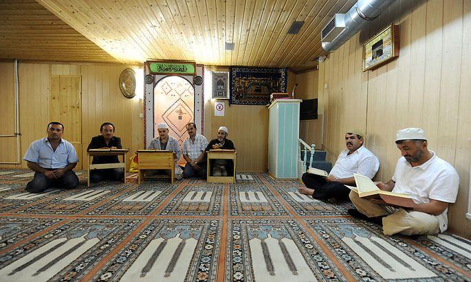 Archivbild eines muslimischen Gebetsraums in der Arbeitergasse. An den höchsten islamischen Feiertagen sollen Gläubige nicht arbeiten müssen, fordern Vertreter der Muslime in Deutschland und Österreich.