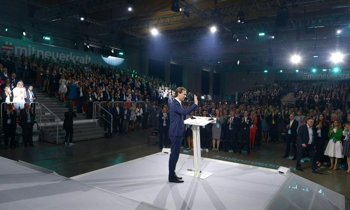 Ein Jubel-Parteitag der ÖVP für ihren Parteiobmann Sebastian Kurz am Samstagnachmittag in St. Pölten.