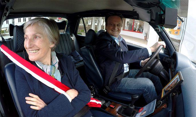 Irmgard Griss und ihr Chauffeur Hanno Settele.