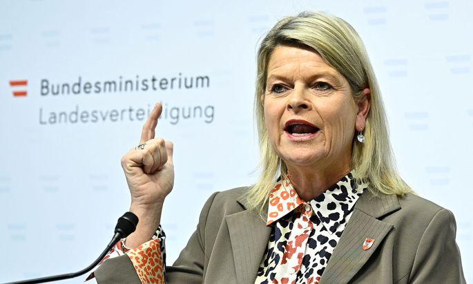 Verteidigungsministerin Klaudia Tanner fordert von Airbus Wiedergutmachung und volle Kooperation mit den Justizbehörden.