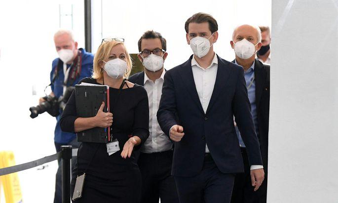 Sebastian Kurz ist nach seinem ersten Auftritt im U-Ausschuss der Falschaussage beschuldigt.
